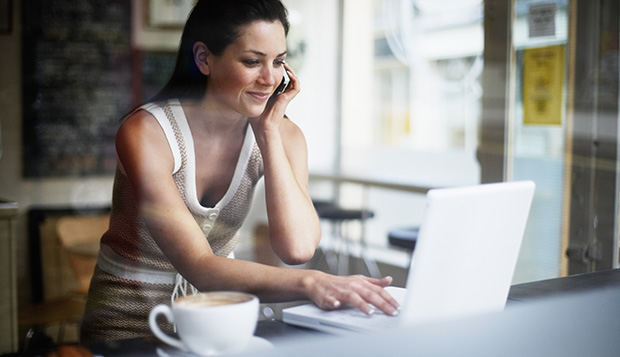 woman-working-at-cafe